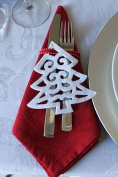 Pair our Red napkins with a felt cut out found at almost all craft stores or dollar stores. Christmas Table Settings, Christmas Tablescapes, Christmas Decorations, Holiday Tablescape, Christmas Tabletop, Christmas Napkin Rings, Christmas Napkins, Its Christmas Eve, Christmas Kitchen