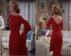 HELEN ROSE diseñó para Lauren Bacall este maravilloso vestido rojo con escote de pico en la espalda.  Vincente Minelli: Designing Woman, 1957