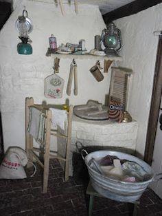 Dollhouse Miniatures : Hollyhock Cottage - a miniature home in the Share… Vitrine Miniature, Miniature Rooms, Miniature Kitchen, Miniature Houses, Victorian Dolls, Victorian Dollhouse, Antique Dolls, Modern Dollhouse, Dollhouse Kits