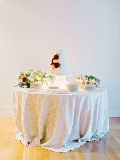 La Tavola Fine Linen Rental: Neiman Ecru   Photography: Amy Arrington, Event Styling, Coordination & Decor: Oooh! Events, Florals: Out of the Garden