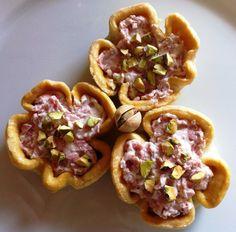 Cestini di pasta brisè con ricotta, mortadella e pistacchi - #appetizer, #christmasfood, #recipe, #snack