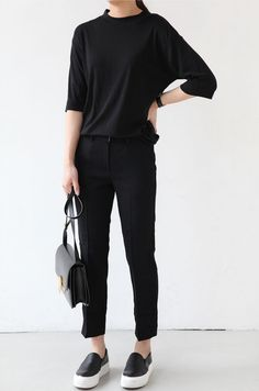 Death By Elocution : black tee, black bottoms, black slip ons, black bag Look Fashion, Korean Fashion, Fashion Outfits, Fashion Trends, Fashion News, Work Casual, Casual Looks, Mode Simple, Neue Outfits