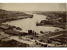 Sebastopol, noviembre de 1905. Vista general del puerto, base naval de flota rusa. Los motínes de la marinería sacudieron la ciudad al poco de terminar la guerra ruso-japonesa