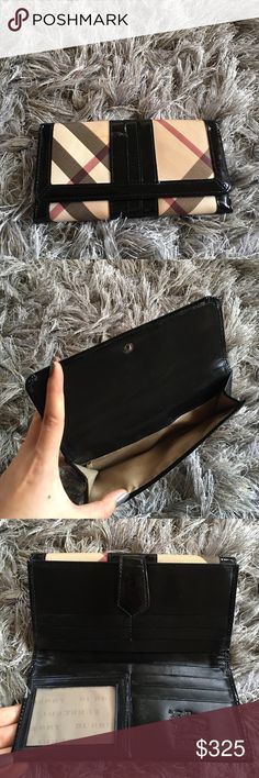 Burberry signature wallet huge space The wallet is great condition, huge space , lightweight and convinient! All leather is shine no damge ! Quite bit of some thing outside i will wipe them out my best !! Alway clean kept !! Burberry Bags Wallets