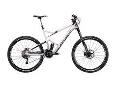 Die vorher notwendigen Höhenmeter kurbelt man mit diesem Bike, dank schnell gestrafftem FOX-Fahrwerk, locker hoch und bergab mit schönem Flow die vollen 160mm Federweg nutzen. Das ideale Bike für dein nächstes Enduro-Rennen.