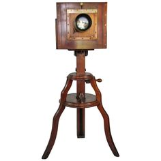 Wood and Brass Camera by W. Antique Cameras, Old Cameras, Vintage Cameras, Camera Nikon, Camera Gear, Camera Photos, Wooden Camera, Picture Boxes, Movie Camera