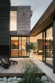 Helen Street House by mw/works Architects Andrew Pogue - Architecture and Home Decor - Bedroom - Bathroom - Kitchen And Living Room Interior Design Decorating Ideas - Patio Design, Exterior Design, Interior And Exterior, Interior Modern, Wall Exterior, Courtyard Design, Exterior Shutters, Exterior Stairs, Backyard Designs