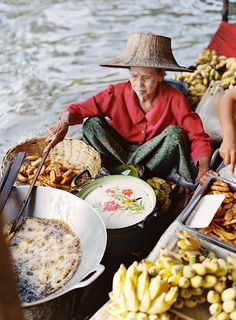 Floating Market in Bangkok is not just a delicious food and ripe fruits straight from the farmers' hands - it's a part of the Thai culture, unique experience, and lots of fun! Have you been there? Share with us in the comments!