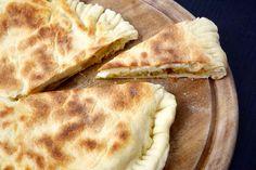 Focaccia+veloce+in+padella+porri+e+formaggi