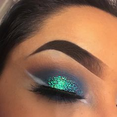 Turquoise glitter and white liner