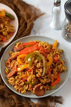 Spanyolos tésztatál - Kifőztük Pasta Recipes, Pasta Salad, Ethnic Recipes, Food, Spanish, Red Peppers, Crab Pasta Salad, Essen, Eten
