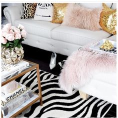 home decor glam Contemporary Home Decor You've Been Dreaming About! Glam Living Room, Home Decor Styles, Cozy Bedroom, Glam Bedroom, Glam Room, Home Decor, Contemporary House, Shabby Chic Homes, Chic Home Decor