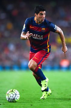 Luis Suarez of FC Barcelona runs with the ball during the Joan Gamper trophy match at Camp Nou on August 5, 2015 in Barcelona, Catalonia.