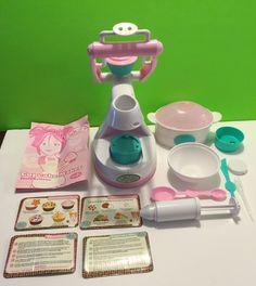 Jakks Pacific Girl Gourmet Cupcake Maker Microwave Baking Decorating Kit   eBay