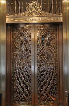 Public Art in Chicago: Loop: Peacock Door at the C.D.Peacock Jewelery Store at the Palmer House Hotel..