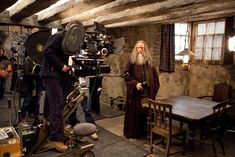 In pictures: 13 behind-the-scenes facts about the Harry Potter movies Harry Potter Stories, Harry Potter Magic, Harry Potter Universal, Harry Potter Fandom, Amc Movies, 2011 Movies, Amc Networks, Deathly Hallows Part 2, Potter Facts