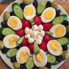 healthy snacks - Good morning, happy markets goodmorning morning breakfast b breakfast Good goodmorning Happy markets morning Veggie Platters, Veggie Tray, Appetizers For Party, Appetizer Recipes, Salad Recipes, Good Food, Yummy Food, Food Garnishes, Food Decoration