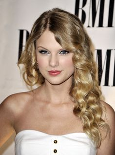 Taylor Swift - BMI's 57th Annual Pop Awards - Beverly Wilshire Hotel - Beverly Hills, CA. - May 19, 2009 - Arrivals