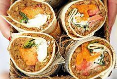 Patříte-li mezi vegetariány, tohle jídlo vás doslova nadchne. Spojení čočky, batátů a kozího sýra může na první pohled působit zvláštně, ale funguje naprosto dokonale. Dokonce si na něm pochutnají i zarytí masožrouti! Pesto, Tacos, Mexican, Ethnic Recipes, Food, Essen, Meals, Yemek, Mexicans