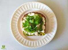 Start your day with this nutritious breakfast. Spinach, Avocado & cottage cheese sandwich. On a multigrain toast (with pumpkin seeds), drizzle cold pressed olive oil. Spread avocado and cottage cheese. Add a layer of baby spinach. Sprinkle crushed black pepper. Takes less than 2 mins to prepare and keeps you full for 3-4 hours. #health #weightloss #fatloss #fresh #diet #breakfast   #quickmeal