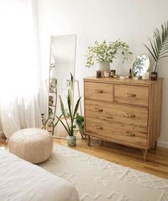 Minimal organic feeling bedroom vibe with oak dresser, indoor plants, standing m. - nā mea maikaʻi a pau - decor diy gold Minimal organic feeling bedroom vibe with oak dresser, indoor plants, standing m. - nā mea maikaʻi a pau - Ich Folge Home Decor Bedroom, Home Bedroom, Bedroom Interior, Bedroom Design, Room Inspiration, Aesthetic Room Decor, Home Decor, House Interior, Room Decor