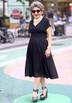Every time I see Mary she looks nothing short of perfect and she always has the best shoes! Dressy Dresses, Dresses For Work, Stylish Older Women, Advanced Style, Glamour, Ageless Beauty, Fashion Over 50, Fashion Advice, Ideias Fashion