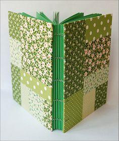 Patchwork verde | por Zoopress studio Handmade Notebook, Diy Notebook, Handmade Books, Leather Sketchbook, Leather Journal, Diy Paper, Paper Crafts, Christmas Fair Ideas, Paper Bag Books