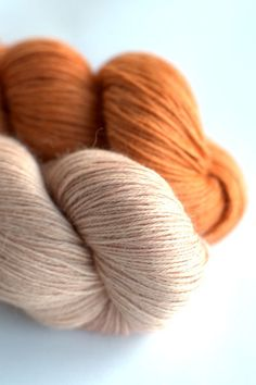 SARRIETTE = 100 % baby alpaga - aiguilles 2,5/4 mm - 100 g = 400 m- Un fil dentelle d'une pure douceur, 18 euros l'écheveau