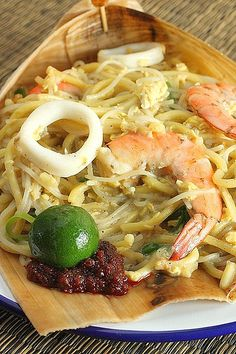 Singapore Street Food - Fried Hokkien Mee or fried noodles with prawn stock, sliced cuttlefish and prawns.