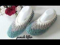 Tığ işi örgü babet patik yapılışı çok şık güzel bir örgü babet yapımı ile sizlere merhaba diyoruz. Ayağımızı sıcak tutarken görselliği ile de ayağımıza çok Crochet Shoes, Crochet Slippers, Baby Patterns, Knitting Patterns, Knitted Booties, Crochet Bebe, Slipper Boots, Boot Cuffs, Knitting Socks