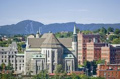 Voici les plus beaux paysages de Sherbrooke! Sherbrooke is filled with hills! Here are some of the most beautiful landscapes of the city! Montreal Quebec, Quebec City, Canada, Sherbrooke Quebec, Banff, Family History, Beautiful Landscapes, San Francisco Skyline, Alaska