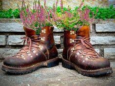 Bepflanzte Schuhe - Kreative Gartendekoration-dekoking.com-2