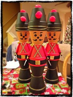 Flower pot soldiers - All About Christmas Clay, Christmas Projects, Winter Christmas, Christmas Time, Christmas Ornaments, Clay Pot Projects, Clay Pot Crafts, Decor Crafts, Holiday Crafts