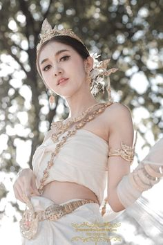 Traditional Thai Clothing, Traditional Fashion, Traditional Dresses, Unconventional Wedding Dress, Thai Dress, Photography Poses Women, Female Art, Asian Beauty, Asian Girl