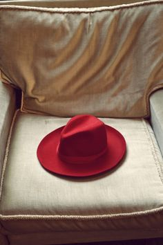 If i was going to wear a hat. i'd want to wear a red hat :) Floppy Hats, Red Cottage, Simply Red, Love Hat, Red Hats, Shades Of Red, Headgear, Swagg, My Favorite Color