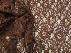 Renda 10RS126 (Ocre). Renda floral de algodão e poliamida, extremamente leve e com toque agradável. Ideal para modelagens fluidas e soltinhas. Sugestão para confeccionar: Vestidos, saias, shorts. Blusas, batas, entre outros.