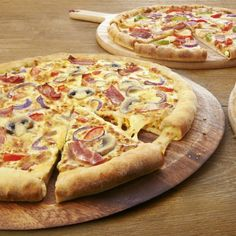This pizza dough recipe will have you cooking Dominos quality pizzas in no time! - This pizza dough recipe will have you cooking Dominos quality pizzas in no time! Pizzas may seem da - Dominos Pizza Dough Recipe, Best Pizza Dough, Good Pizza, Perfect Pizza, Easy Cooking, Cooking Recipes, Pizza Recipes, Veg Pizza, Recipes