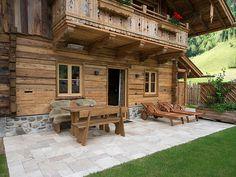Une terrasse de chalet en travertin Rustic, la combinaison parfaite pour une atmosphère chaleureuse ! - stonenaturelle