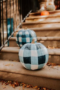 Preppy Fall Decor: DIY Gingham pumpkins for your Fall porch decorations. Gingham pumpkins are a fun twist on traditional Fall decor ideas. Your front porch will look so festive with these gingham pumpkins.