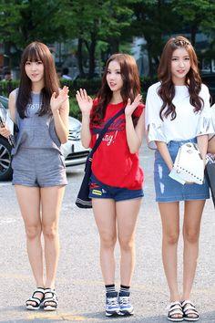 Eunha Kpop Fashion, Daily Fashion, Korean Fashion, Kpop Outfits, Girl Outfits, Cute Outfits, Pretty Asian, Beautiful Asian Girls, Korean Beauty