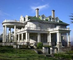 William Rust House 1001 N. I St Tacoma WA (USA) by Tami Jackson This notable landmark , the Colonial style William Ross Rust House. Abandoned Mansion For Sale, Old Abandoned Houses, Abandoned Mansions, Abandoned Buildings, Abandoned Places, Old Houses, Haunted Houses, Haunted Places, Abandoned Castles
