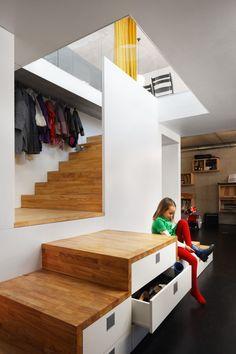 BLAF Architecten. Location: Asse, Belgium. Design Team: Bart Vanden Driessche, Lieven Nijs, Barbara Oelbrandt Year: 2009 - intégrer le rangement
