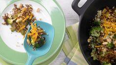 Für den exotischen Kick: Bulgurpfanne mit Erdnüssen | http://eatsmarter.de/rezepte/bulgurpfanne-erdnuessen