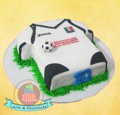 cake futbol Chocolate, Desserts, Food, Pastries, Party, Tailgate Desserts, Deserts, Essen, Chocolates