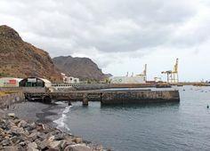 Una niña ha resultado herida en Santa Cruz de Tenerife al caerle un bañista encima      Playa de Va...