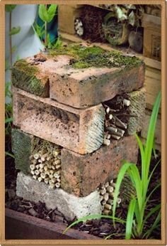 23 Beautiful and Ingenious Brick Projects For Your Home House Beautiful most beautiful bird houses Insect Hotel, Bug Hotel, Brick Projects, Garden Projects, Garden Arbor, Garden Paths, Garden Bed, Permaculture, Back Gardens