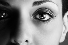 Staring Into Someone's Eyes For 10 Minutes Can Alter Your Consciousness   IFLScience