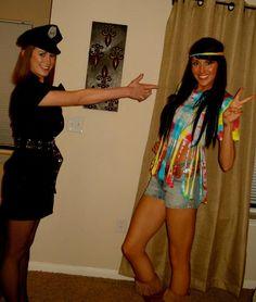 Love the hippie halloween costume! Easy to make! Cute Halloween Costumes, Halloween Fashion, Halloween Party, Halloween Makeup, Halloween Ideas, Dress Up Day, Dress Up Outfits, Unique Costumes, Costume Ideas