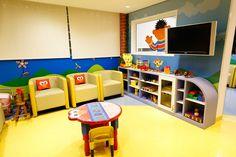 Na sala de espera do Hospital Fleury as crianças podem brincar e se distrair enquanto aguardam para serem atendidas.