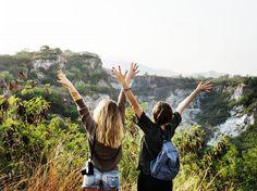 Ya estamos en junio, aunque parece ser que el verano no termina de llegar. Y como cualquier excusa es buena para viajar, aunque por ahora no podamos ir a sitios de playa, hemos decidido recopilar estos destinos top para viajar en verano con amigos.